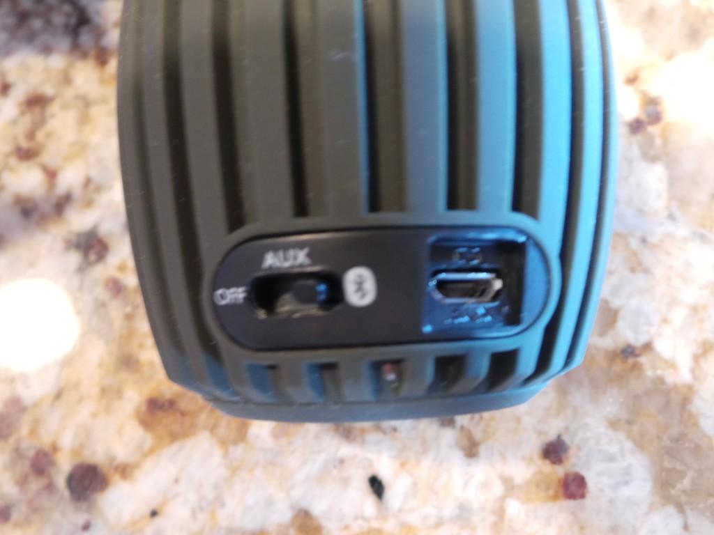 Philips SoundShooter Bluetooth Speaker (4)